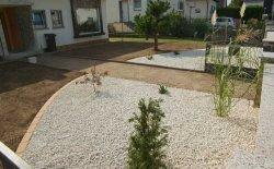 Schotterbeet im Vorgarten